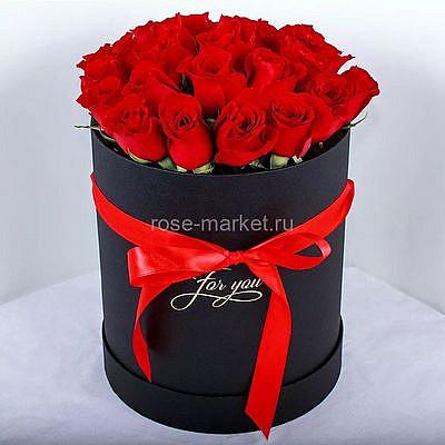 Букет из алых роз «Черная магия»