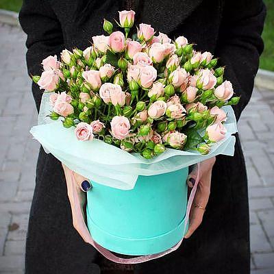 Розовые кустовые розы в коробке, 9 цветов