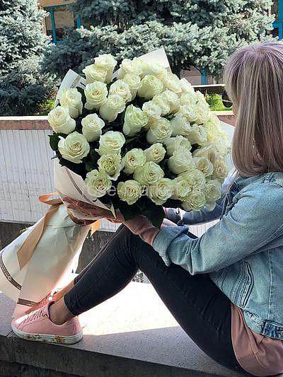 Букет белых метровых роз