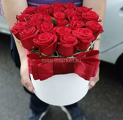 Букет из 19 красных роз в коробке