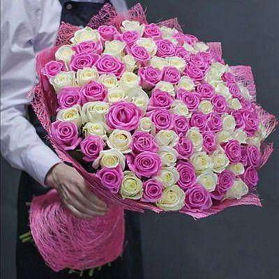 Букет 101 розово белая роза