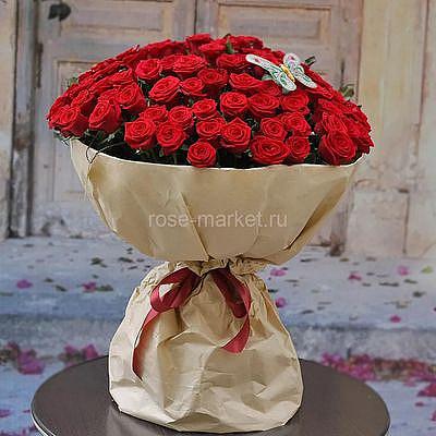 Букет 101 роза с бабочкой